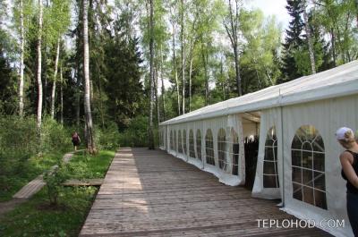 """Зеленая стоянка """"Солнечная поляна"""" - большой лесной шатер"""