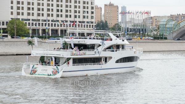Прогулка по Москве-реке на яхте класса