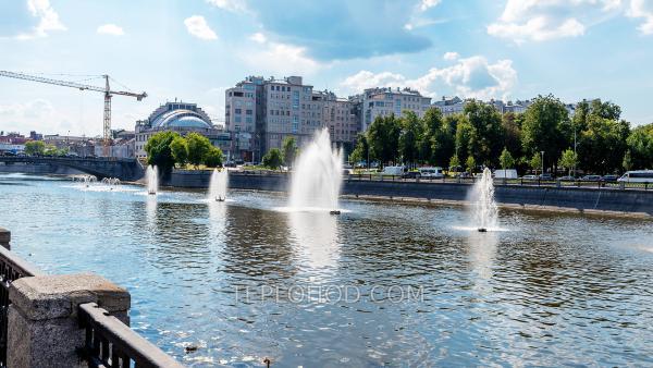 """Часовой круиз по Водоотводному каналу и Москве-реке вокруг """"Золотого"""" острова"""