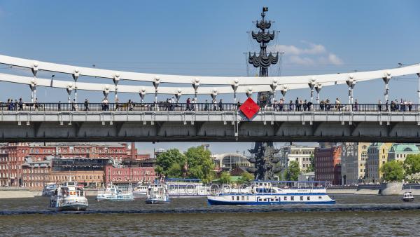 Прогулка на теплоходе от Киевского вокзала или Б.Устьинского моста по всему центру Москвы