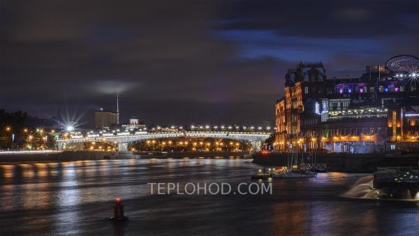 Ночная пешеходно-теплоходная прогулка с гидом по Водоотводному каналу и Москве-реке вокруг