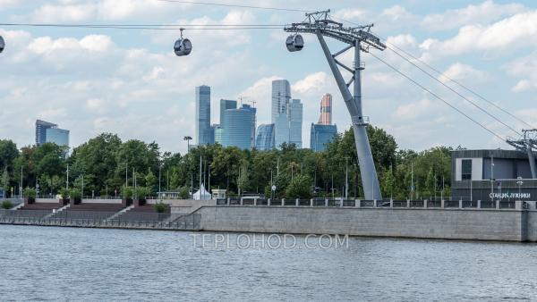 """Экскурсия на теплоходе с гидом """"Воробьевы горы"""" по всему центру Москвы"""