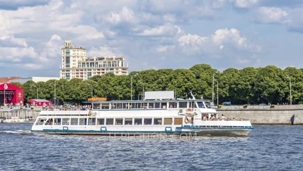 Обзорная речная прогулка на теплоходе-ресторане по Иваньковскому водохранилищу