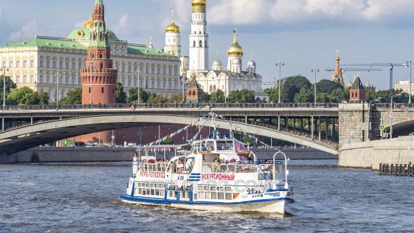 Обзорная речная прогулка по центру Москвы