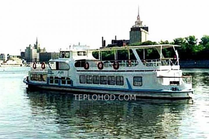 """Теплоход """"Москвич М-186"""""""